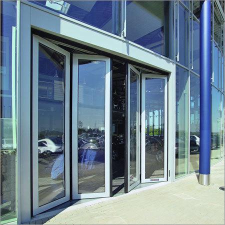 Ứng dụng kính cường lực trong xây dựng và kiến trúc